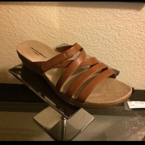 NIB Avenue cognac leather sandals 8W